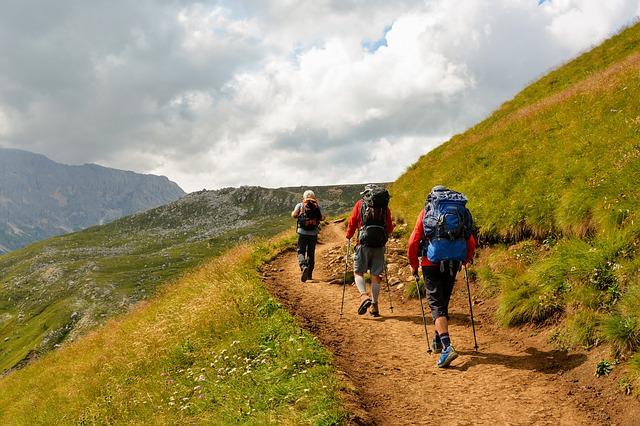 Obuwie trekkingowe – jak wybrać odpowiednie?